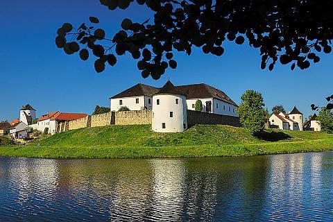 Žumberk, opevněná vesnice s tvrzí, zdroj: Libor Sváček archiv Vydavatelství MCU