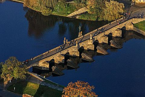 Písek, nejstarší kamenný most v Čechách, zdroj: Libor Sváček archiv Vydavatelství MCU
